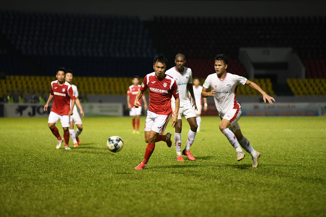 """Bùi Tiến Dũng đưa Viettel """"bay"""" vào Chung kết; Hà Nội FC đè bẹp TP. HCM ngay trên sân nhà - Ảnh 1."""