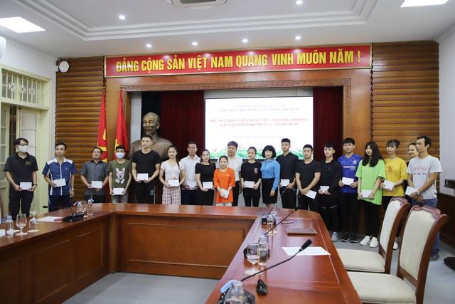 Công đoàn Bộ Văn hóa, Thể và Du lịch trao quà hỗ trợ, động viên đoàn viên, người lao động gặp khó khăn do dịch bệnh Covid-19 - Ảnh 3.