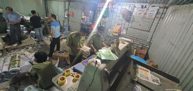 Thu giữ hàng tấn sách giả nguồn gốc NXB Giáo dục Việt Nam - Ảnh 1.