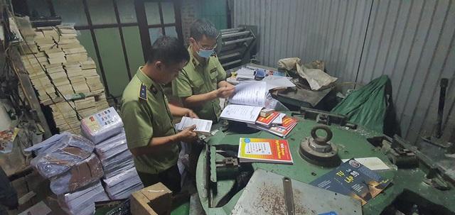 Thu giữ hàng tấn sách giả nguồn gốc NXB Giáo dục Việt Nam - Ảnh 2.