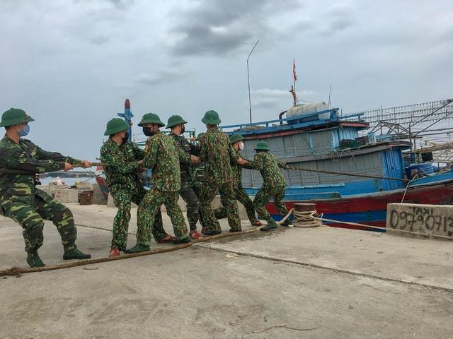 Ủy ban Trung ương MTTQ Việt Nam hỗ trợ người dân bị thiệt hại do bão số 5 - Ảnh 1.