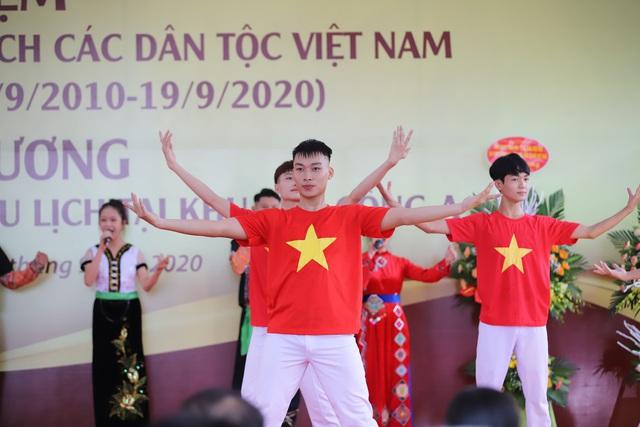 """Thứ trưởng Nguyễn Văn Hùng: """"Giữ gìn bản sắc văn hóa của đồng bào dân tộc là nhiệm vụ chính trị có ý nghĩa quan trọng"""" - Ảnh 5."""