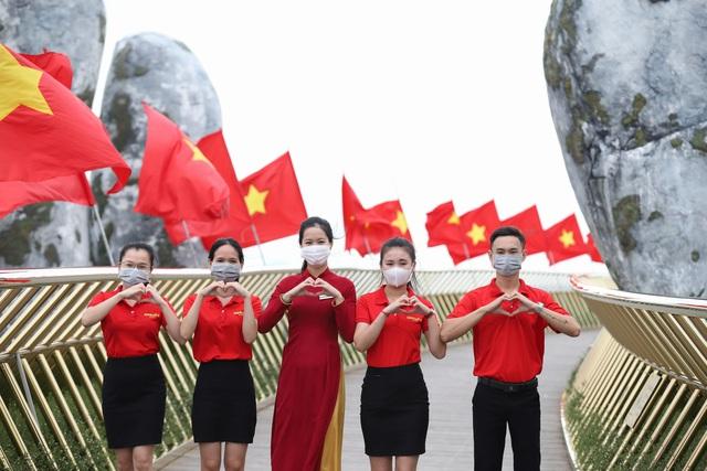 Khu du lịch lớn nhất miền Trung rực rỡ cờ đỏ sao vàng trong ngày đầu đón khách trở lại - Ảnh 5.