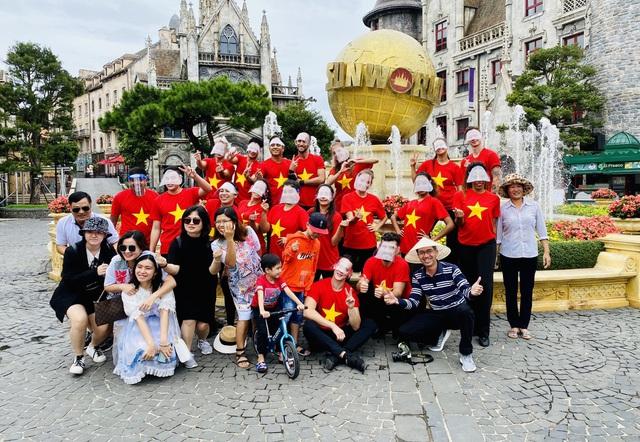 Khu du lịch lớn nhất miền Trung rực rỡ cờ đỏ sao vàng trong ngày đầu đón khách trở lại - Ảnh 7.