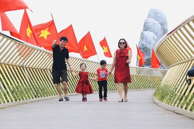 Khu du lịch lớn nhất miền Trung rực rỡ cờ đỏ sao vàng trong ngày đầu đón khách trở lại - Ảnh 9.
