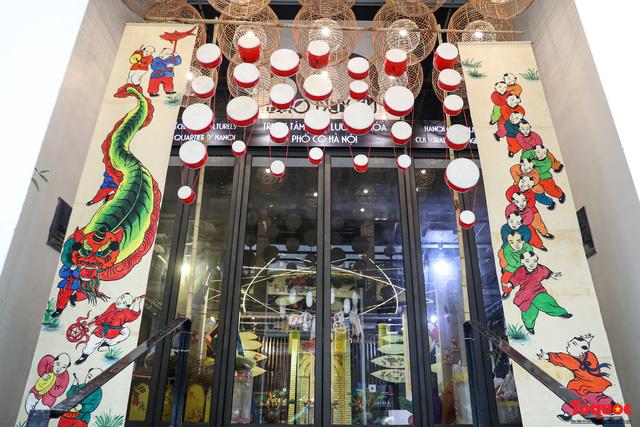 Nhiều điểm du lịch, vui chơi ở Hà Nội trang hoàng rực rỡ đón Tết Trung thu - Ảnh 4.