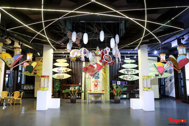 Nhiều điểm du lịch, vui chơi ở Hà Nội trang hoàng rực rỡ đón Tết Trung thu - Ảnh 6.