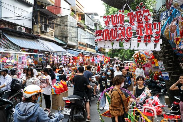 Nhiều điểm du lịch, vui chơi ở Hà Nội trang hoàng rực rỡ đón Tết Trung thu - Ảnh 8.