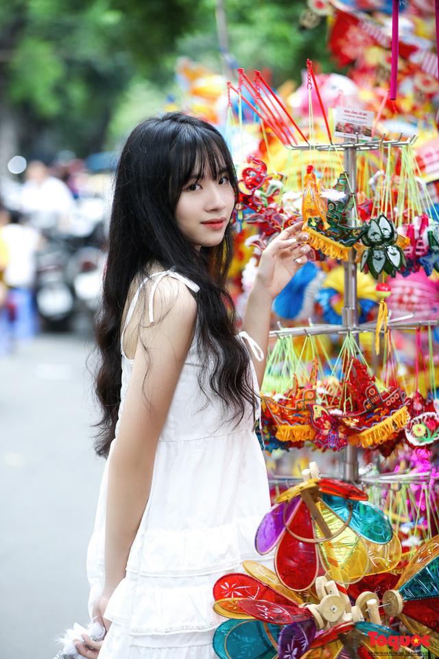 Nhiều điểm du lịch, vui chơi ở Hà Nội trang hoàng rực rỡ đón Tết Trung thu - Ảnh 10.