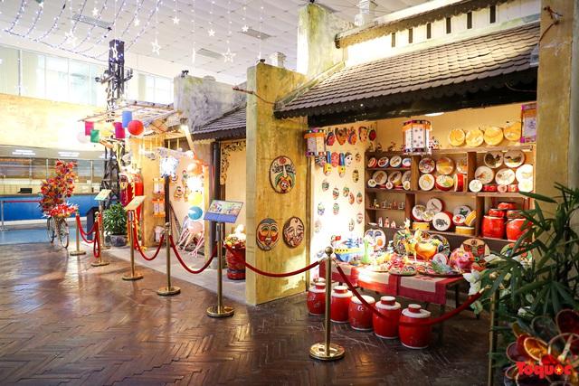 Nhiều điểm du lịch, vui chơi ở Hà Nội trang hoàng rực rỡ đón Tết Trung thu - Ảnh 2.
