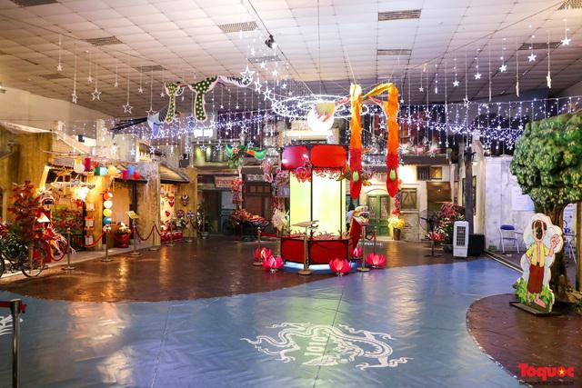 Nhiều điểm du lịch, vui chơi ở Hà Nội trang hoàng rực rỡ đón Tết Trung thu - Ảnh 1.