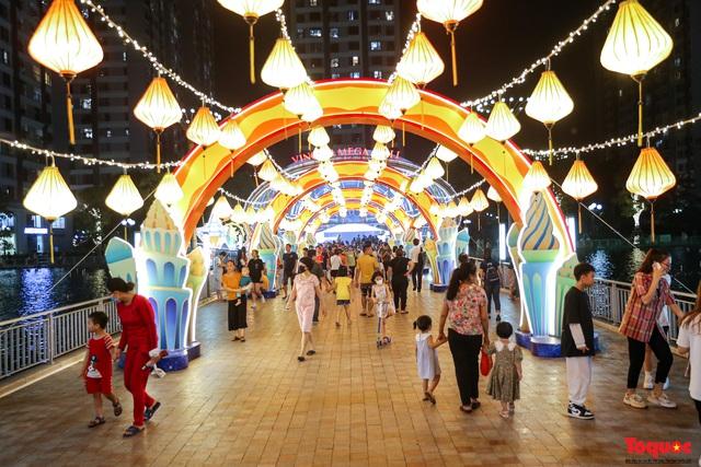 Nhiều điểm du lịch, vui chơi ở Hà Nội trang hoàng rực rỡ đón Tết Trung thu - Ảnh 11.