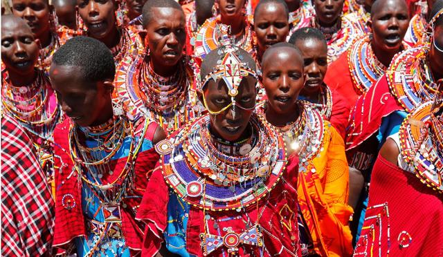 """Hàng nghìn nam giới Kenya tham dự buổi lễ 10 năm một lần để trở thành """"người cao tuổi"""" - Ảnh 1."""