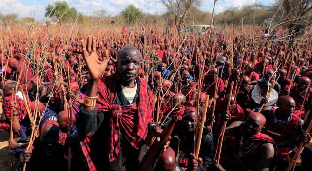 """Hàng nghìn nam giới Kenya tham dự buổi lễ 10 năm một lần để trở thành """"người cao tuổi"""" - Ảnh 4."""