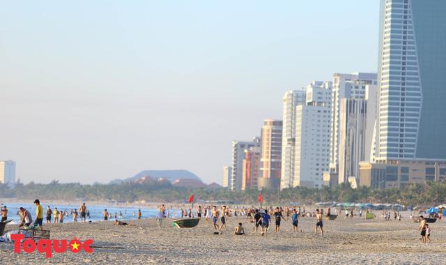 Đà Nẵng: Phát triển kinh tế gắn với giải quyết các vấn đề xã hội, đảm bảo không ai bị bỏ lại phía sau - Ảnh 2.