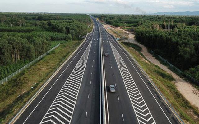 Chuẩn bị khởi công đồng loạt 3 đoạn dự án cao tốc Bắc - Nam bằng vốn ngân sách - Ảnh 1.