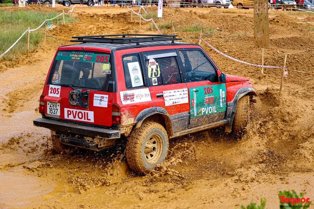 """Chiêm ngưỡng những màn """"phá xe"""" độc nhất chỉ có ở  Giải đua xe ô tô địa hình lớn nhất Việt Nam VOC 2020 - Ảnh 4."""