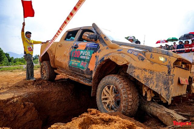 """Chiêm ngưỡng những màn """"phá xe"""" độc nhất chỉ có ở  Giải đua xe ô tô địa hình lớn nhất Việt Nam VOC 2020 - Ảnh 7."""