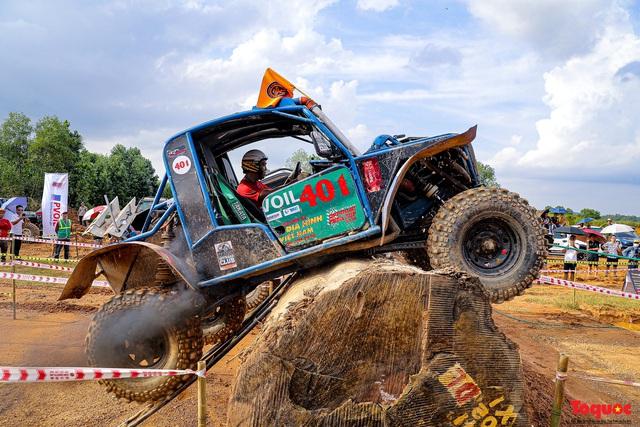 """Chiêm ngưỡng những màn """"phá xe"""" độc nhất chỉ có ở  Giải đua xe ô tô địa hình lớn nhất Việt Nam VOC 2020 - Ảnh 11."""