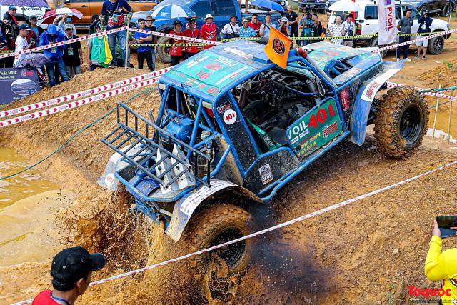 """Chiêm ngưỡng những màn """"phá xe"""" độc nhất chỉ có ở  Giải đua xe ô tô địa hình lớn nhất Việt Nam VOC 2020 - Ảnh 13."""