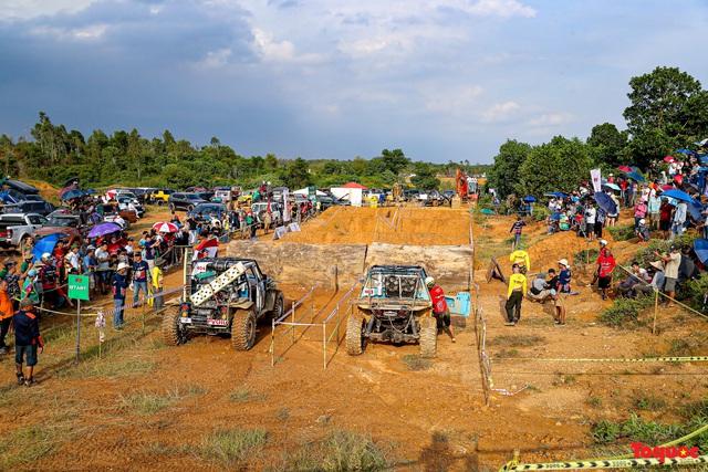 """Chiêm ngưỡng những màn """"phá xe"""" độc nhất chỉ có ở  Giải đua xe ô tô địa hình lớn nhất Việt Nam VOC 2020 - Ảnh 1."""
