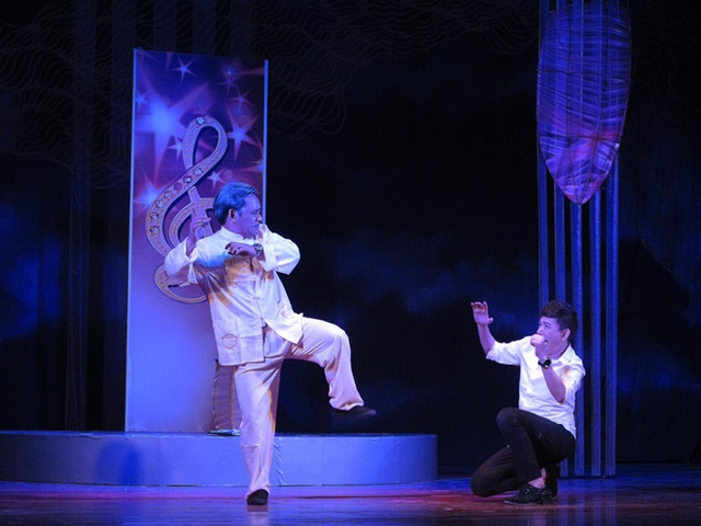 Dưới ánh đèn: Nỗi niềm nghệ sĩ nặng lòng cùng sân khấu - Ảnh 3.