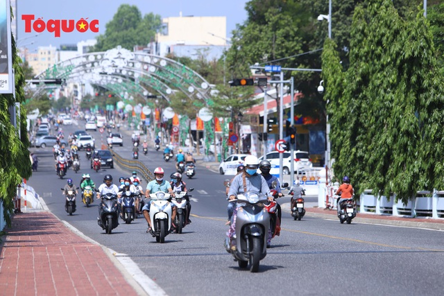 Hình ảnh Đà Nẵng ngày đầu nới lỏng cách ly xã hội - Ảnh 4.
