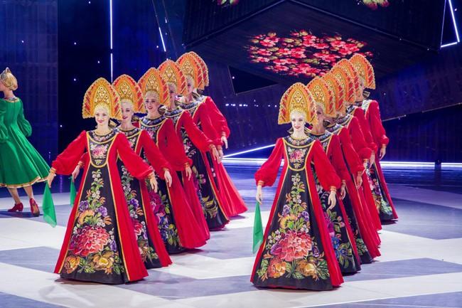Các nghệ sĩ Nhà hát Múa quốc gia Moscow biểu diễn tại Hà Nội - Ảnh 1.