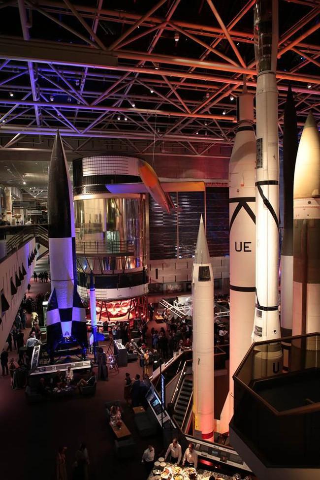 """Bước chân đầu tiên """"chơi sang công chiếu tại Bảo tàng Hàng không và Không gian Quốc gia ở Mỹ - Ảnh 2."""