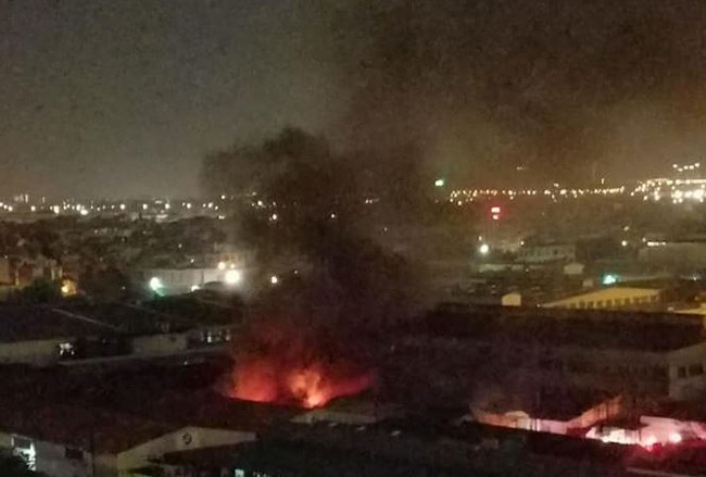 Hà Nội: Đám cháy xưởng sản xuất đồ chơi ở Long Biên  nhanh chóng bị dập tắt - Ảnh 1.