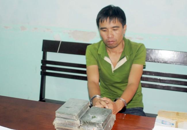Bắt được một vụ mua 7 bánh heroin từ Điện Biên về Phú Thọ tiêu thụ - Ảnh 1.