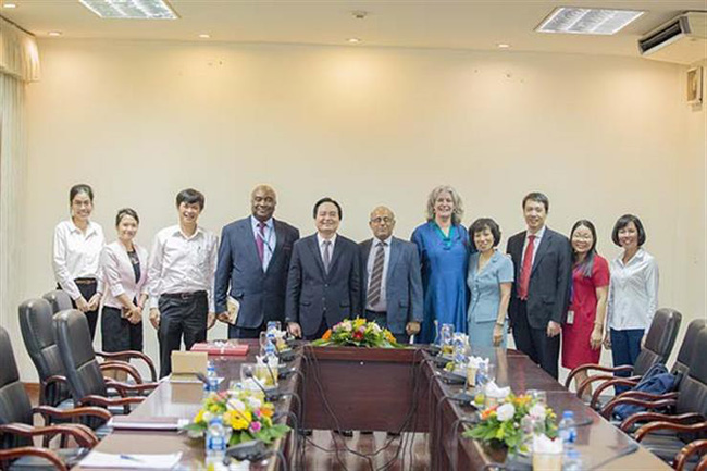 Bộ trưởng Phùng Xuân Nhạ tiếp Trưởng đại diện Quỹ nhi đồng Liên hợp quốc tại Việt Nam - Ảnh 1.