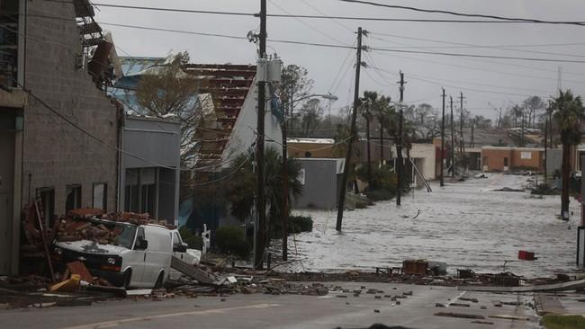 Hình ảnh siêu bão mạnh nhất trong lịch sử Mỹ tàn phá Florida - Ảnh 8.
