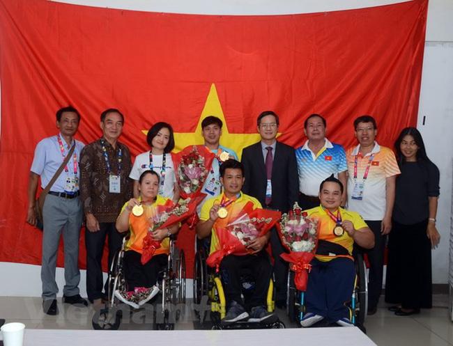 Đại sứ Việt Nam tại Indonesia chúc mừng đoàn thể thao người khuyết tật Việt Nam - Ảnh 1.