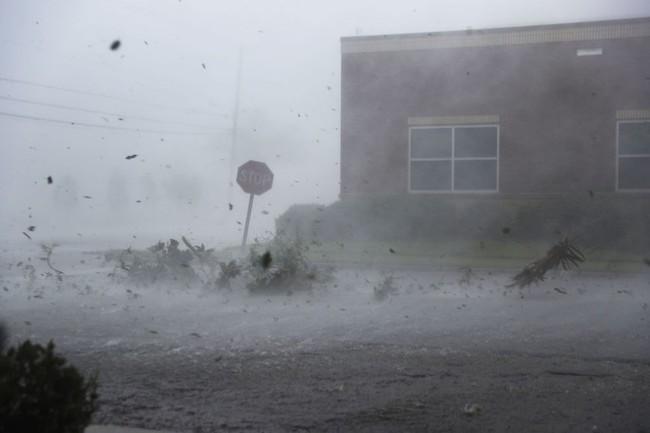 Hình ảnh siêu bão mạnh nhất trong lịch sử Mỹ tàn phá Florida - Ảnh 9.