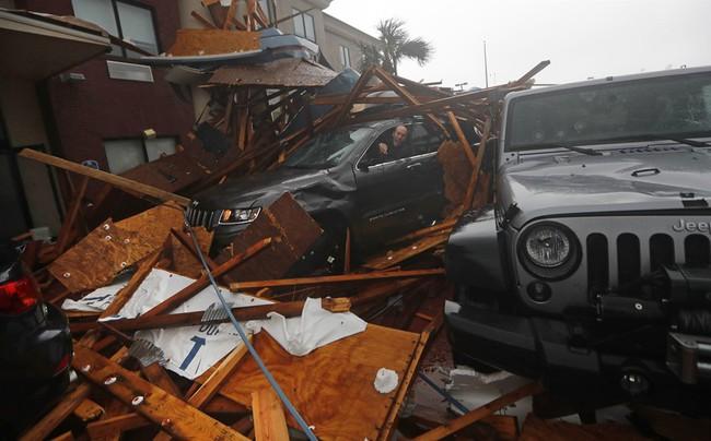 Hình ảnh siêu bão mạnh nhất trong lịch sử Mỹ tàn phá Florida - Ảnh 10.