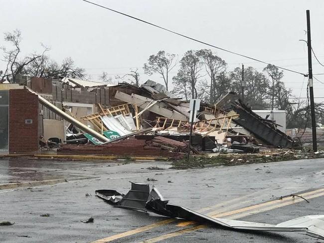 Hình ảnh siêu bão mạnh nhất trong lịch sử Mỹ tàn phá Florida - Ảnh 5.