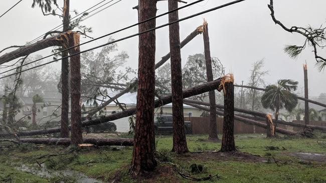 Hình ảnh siêu bão mạnh nhất trong lịch sử Mỹ tàn phá Florida - Ảnh 7.