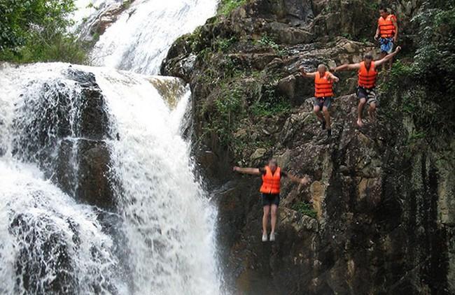 Bỏ nấc nhảy cao 11m từ đỉnh thác Datanla Đà Lạt vì sự an toàn của du khách  - Ảnh 1.
