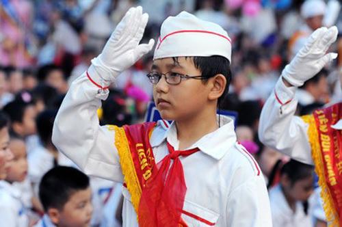 Sở Giáo dục Hà Nội yêu cầu các trường nghiêm tục thực hiện việc hát Quốc ca. Ảnh: TL.
