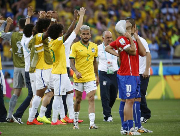 Dani-Alves-Brazil-v-Chile.jpg