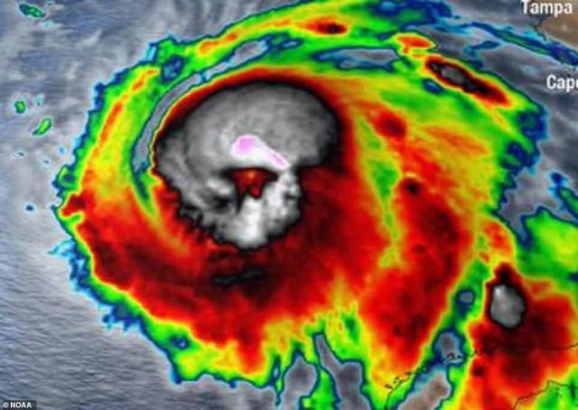 Hình ảnh siêu bão mạnh nhất trong lịch sử Mỹ tàn phá Florida - Ảnh 2.