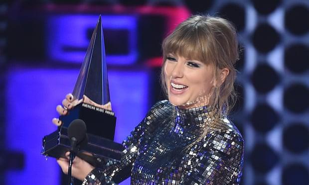 """Taylor Swift bất ngờ """"phá lệ"""" đi lo chuyện chính trị? - Ảnh 1."""