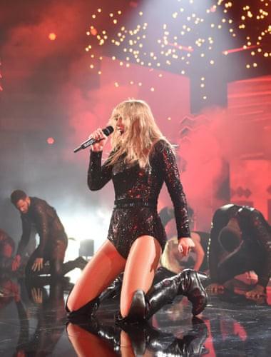 """Taylor Swift bất ngờ """"phá lệ"""" đi lo chuyện chính trị? - Ảnh 2."""