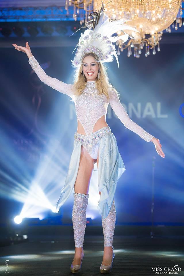 Ngắm những trang phục dân tộc ấn tượng của các hoa hậu thế giới tại Miss Grand International 2018 - Ảnh 18.