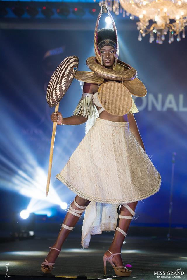 Ngắm những trang phục dân tộc ấn tượng của các hoa hậu thế giới tại Miss Grand International 2018 - Ảnh 4.