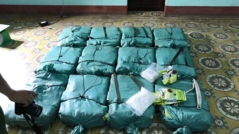 Khởi tố vụ vận chuyển hơn 308 kg ma túy đá ở Quảng Bình - Ảnh 1.