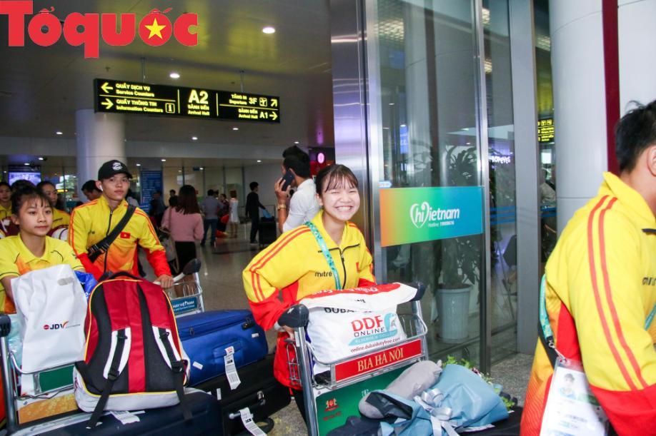 Đoàn thể thao Olympic trẻ Việt Nam về nước sau kỳ Đại hội thành công vượt ngoài kỳ vọng - Ảnh 10.