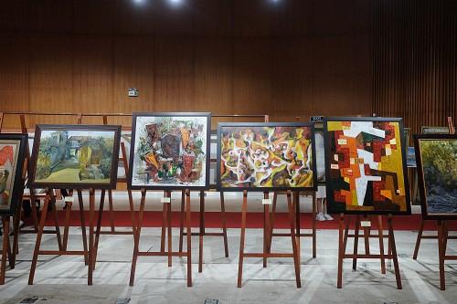 """Gần 20 tác giả đến từ 4 tỉnh thành hội ngộ trong triển lãm mỹ thuật """"Kết nối cảm xúc""""  - Ảnh 1."""