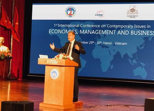 """Các chuyên gia kinh tế thế giới bàn về """"Các vấn đề đương đại trong Kinh tế, Quản trị và Kinh doanh"""" tại Việt Nam - Ảnh 1."""